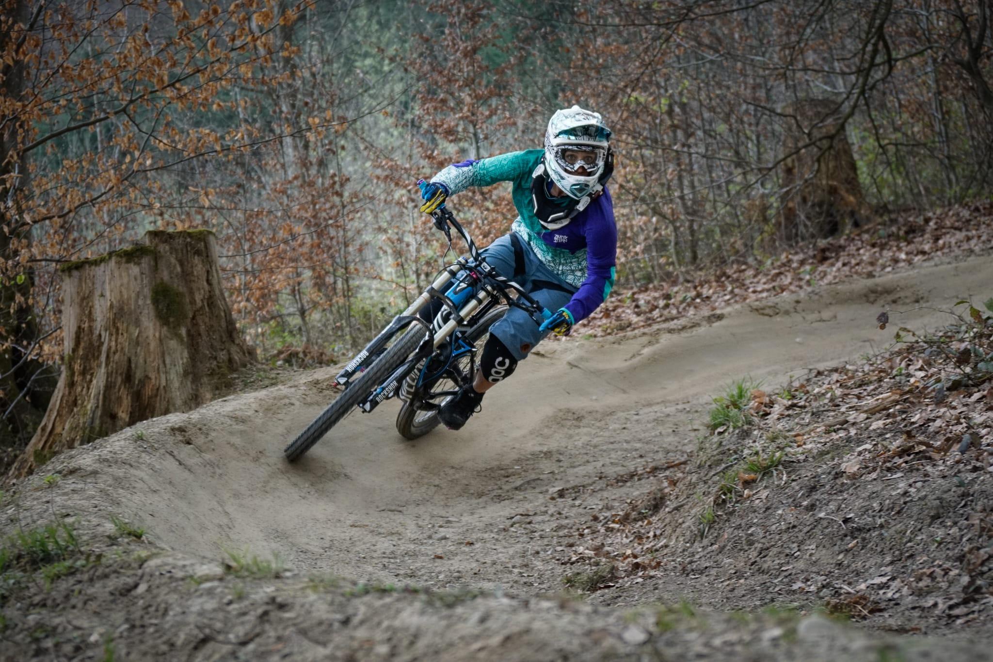 Downhill Mountainbike auf dem Gurten