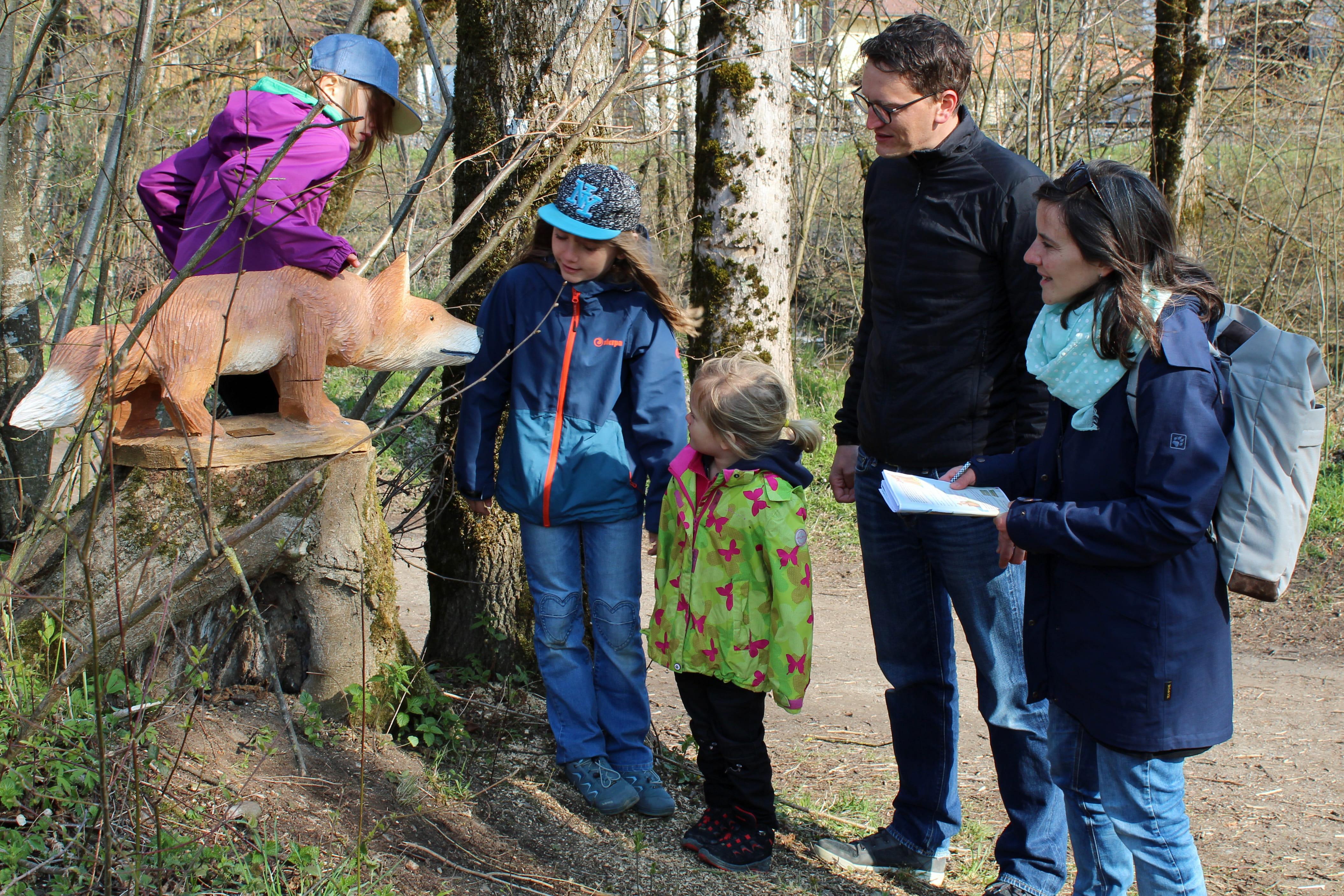 Kambly Schnitzeljagd Familie mit Fuchs