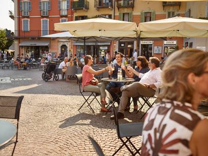 BLS_Intra_Sommer_Piazza_Gruppe