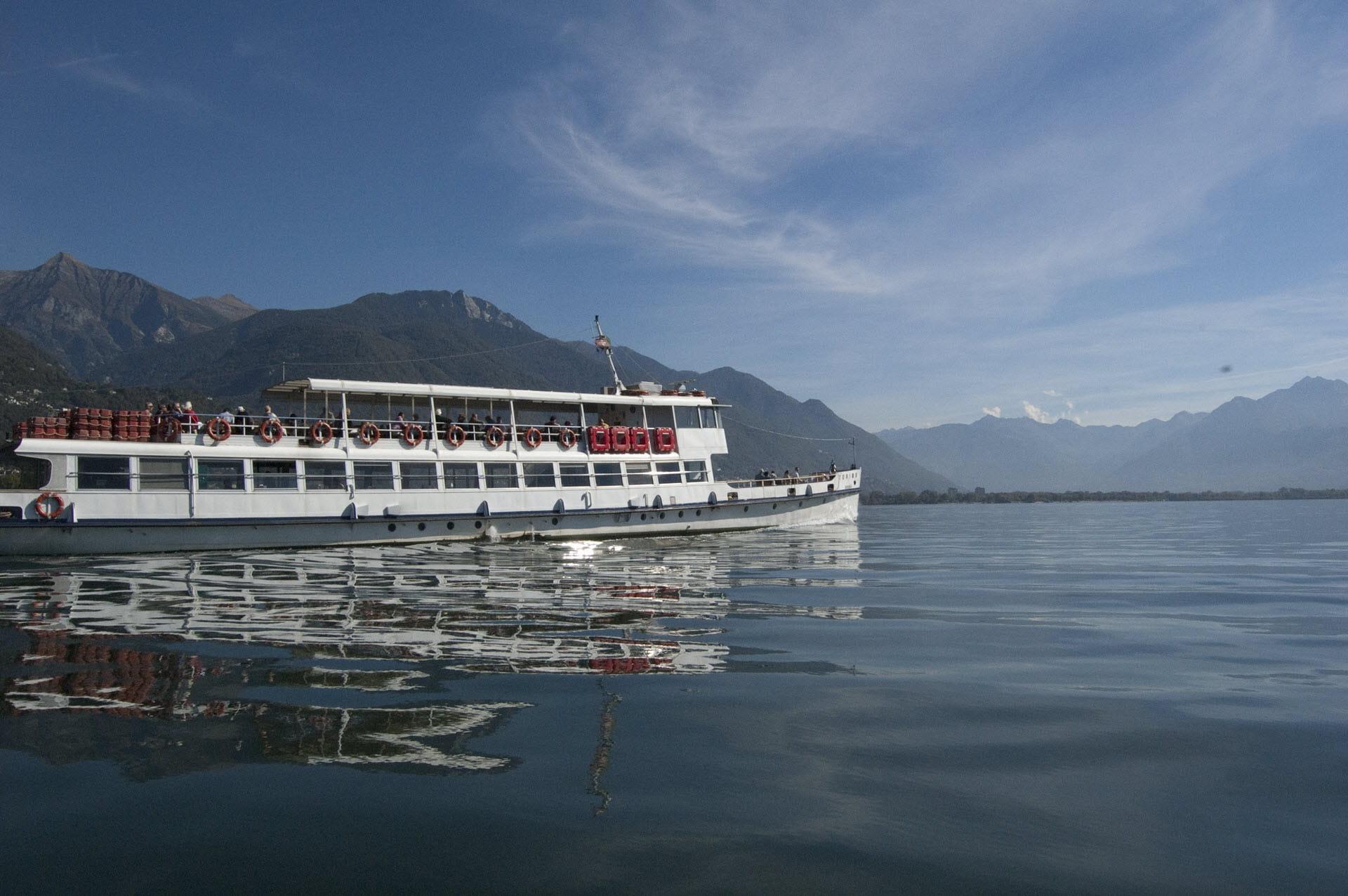 Un battello della Navigazione Lago Maggiore