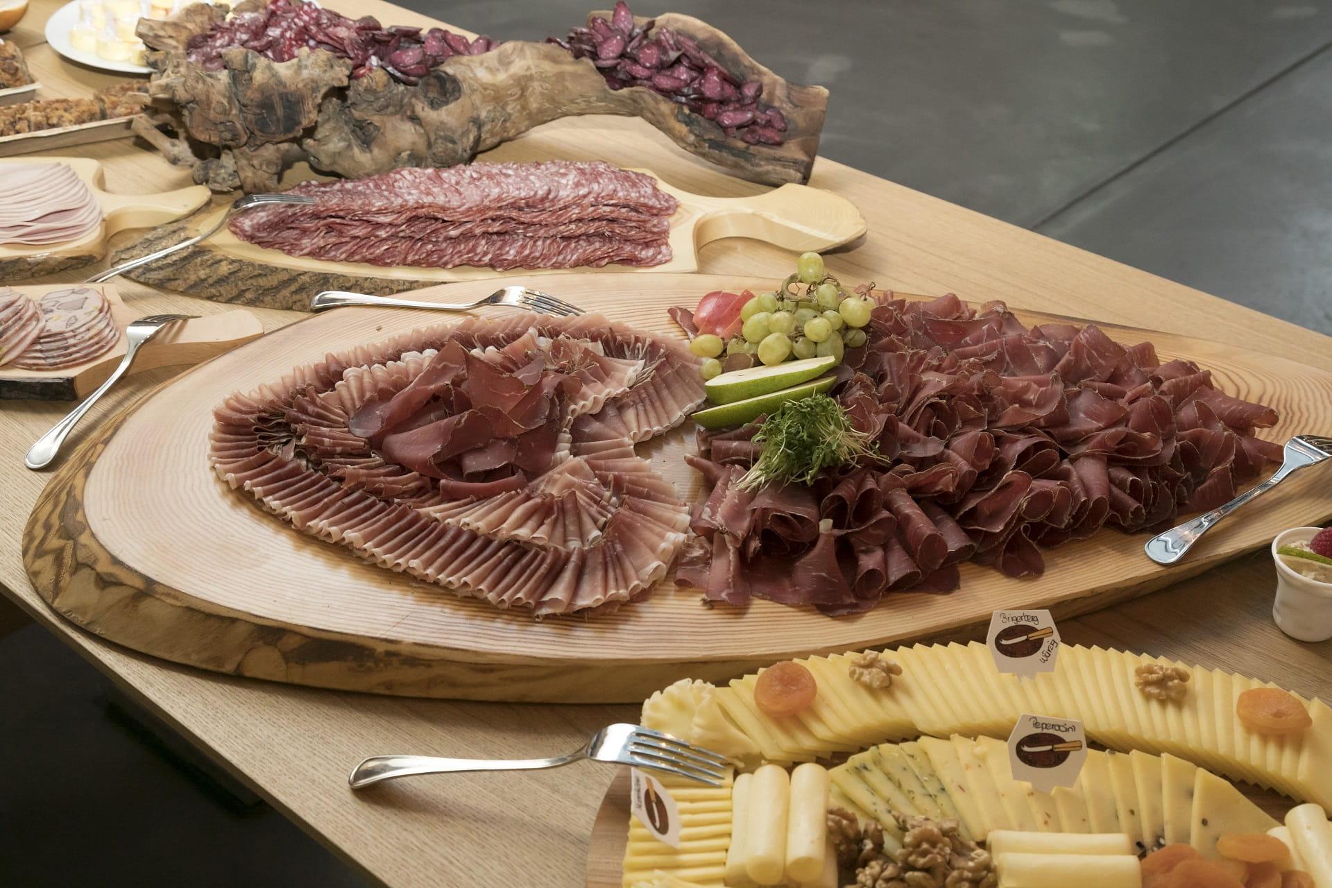 Genissen Sie jeden Sonntag von 9 bis 13 Uhr einen reichhaltigen Brunch mit Produkten aus dem UNESCO-Welterbe Jungfrau-Aletsch.
