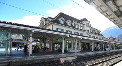 07 09 Bahnhof Interlaken West