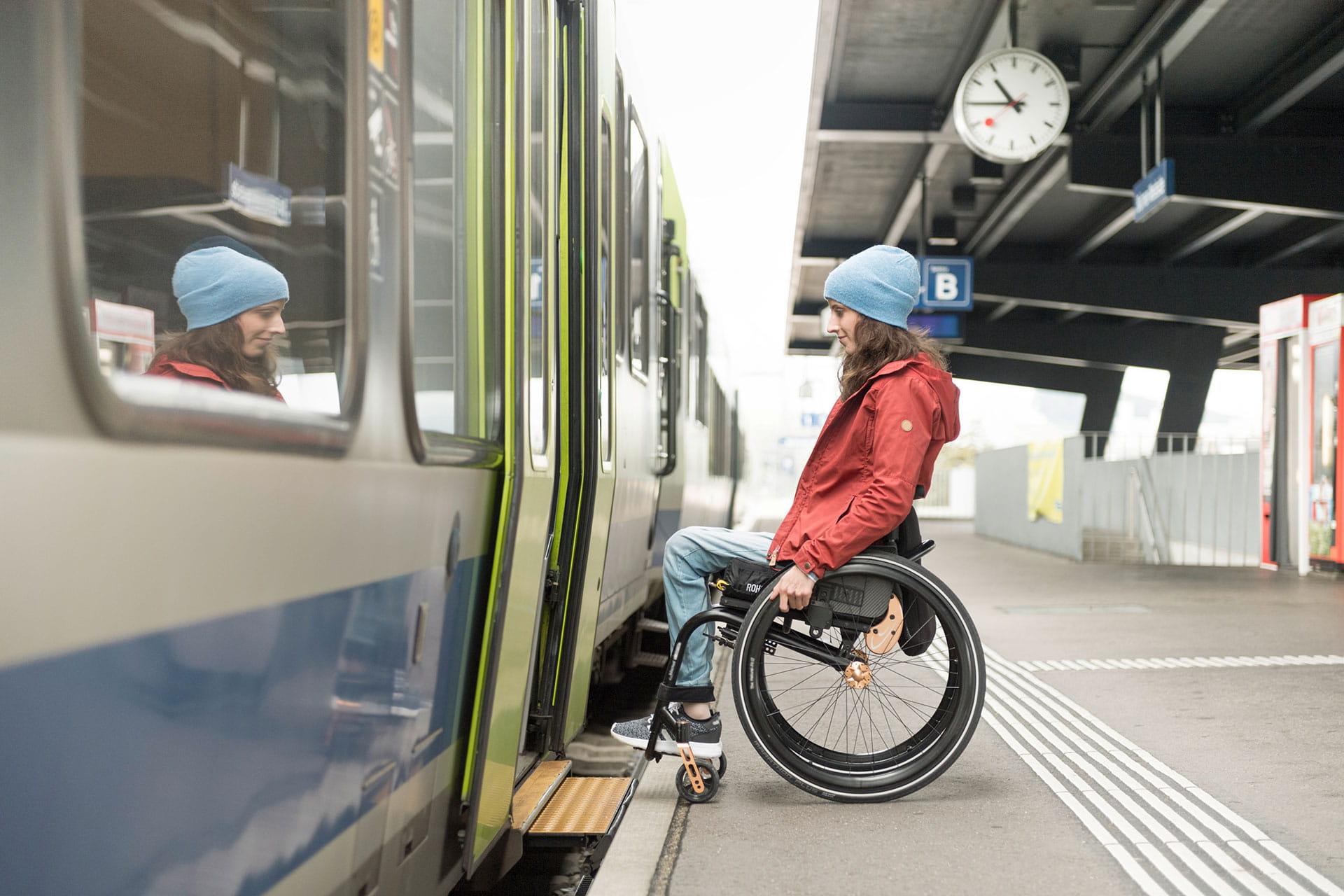Barriereffrei-Rollstuhl-Zug-Winter