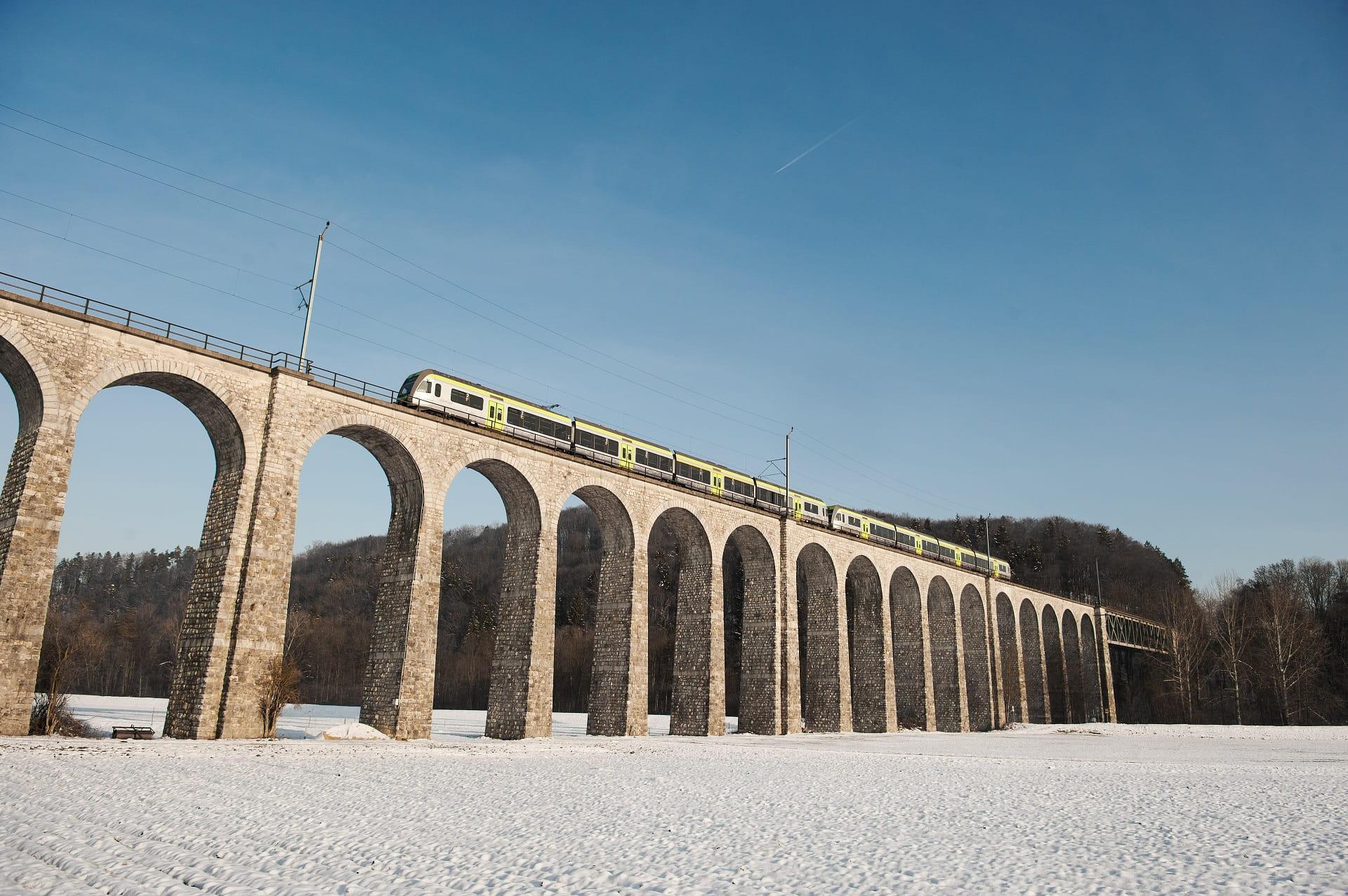 Bahnrundreise mit dem RegioExpress Lötschberger im Winter