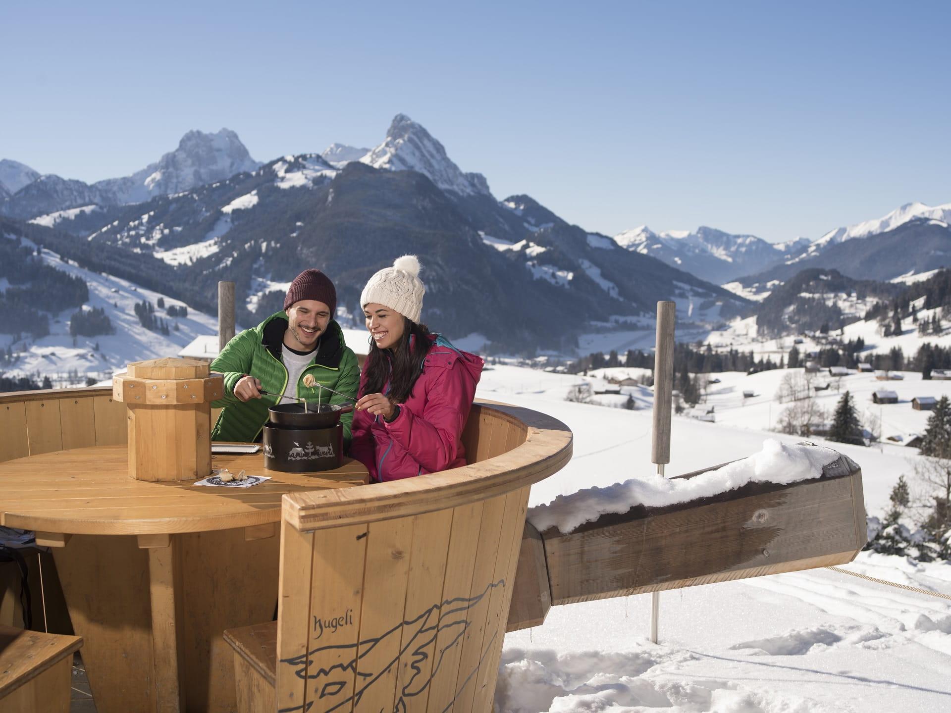 Im Fondueland Gstaad liegt nichts näher, als ein feines Fondue mitten in der Bergnatur zu geniessen.